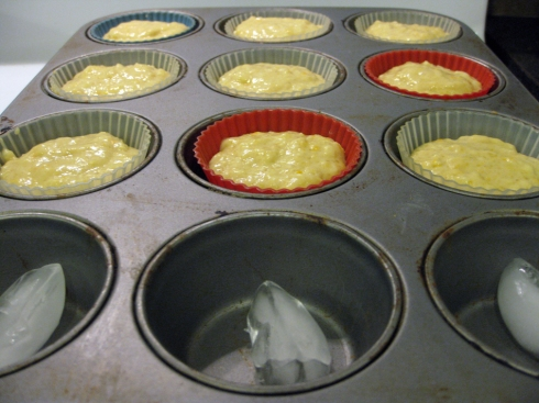 Baking muffins and cupcakes using the ice cube trick